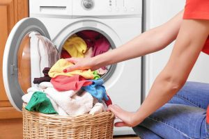 Mắc bệnh ngoài da khi giặt quần áo